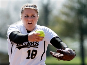 Pitcher Chelsea Thomas added another win to her record Saturday, striking out 17 Oklahoma batters in the 3-2 victory.