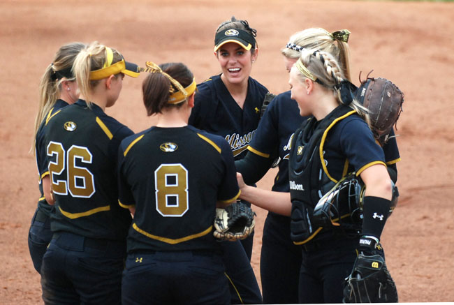 Mizzou players meet on the pitching circle before an inning during the Tigers' extra-inning win over Oklahoma Sunday. (Photo by Nick Gerhardt)
