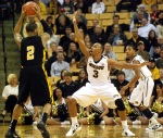 Matt Pressey (3) defends Kennesaw State's Markeith Cummings. Mizzou forced the Owls into 19 turnovers.