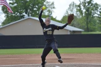 Kristin Nottelmann pitching