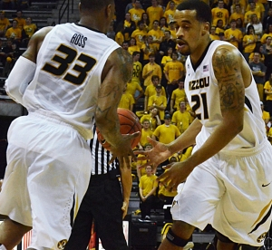 Laurence Bowers (21) hands the ball off to Earnest Ross in the first half of Missouri's 72-56 win over Appalachian State. Bowers led all Tiger scorers with 23 points.