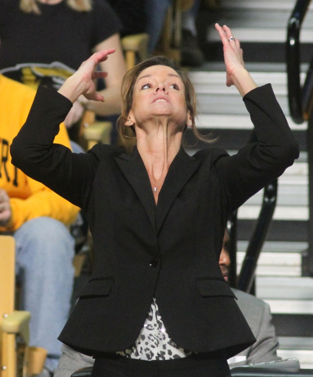 Missouri coach Robin Pingeton reacts to an official's call in the second half.
